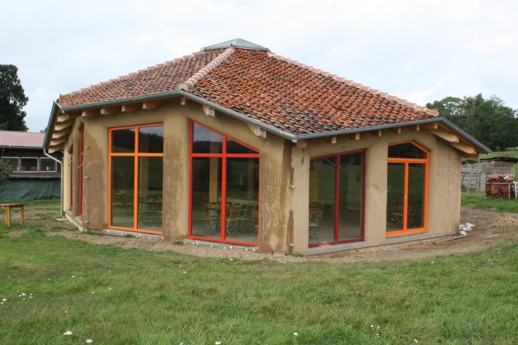 Strohballenhaus auf der Ziegenalm (Sophienhof)