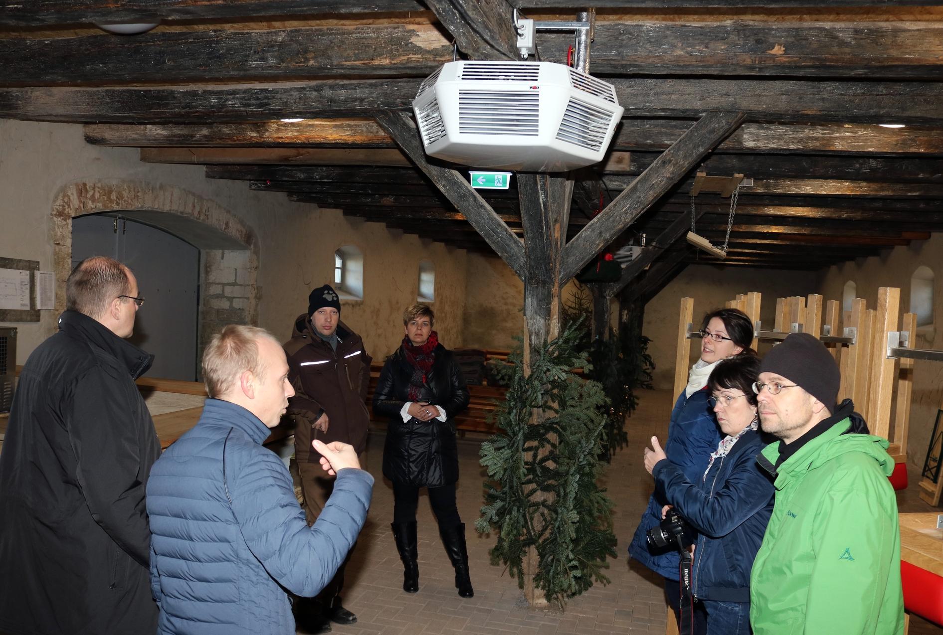 """Gemeinde Wolkramshausen, """"Alte Schäferei"""" - der Bürgermeister Herr Braun informiert über die vielfältigeren Nutzungsmöglichkeiten durch den Heizungseinbau"""