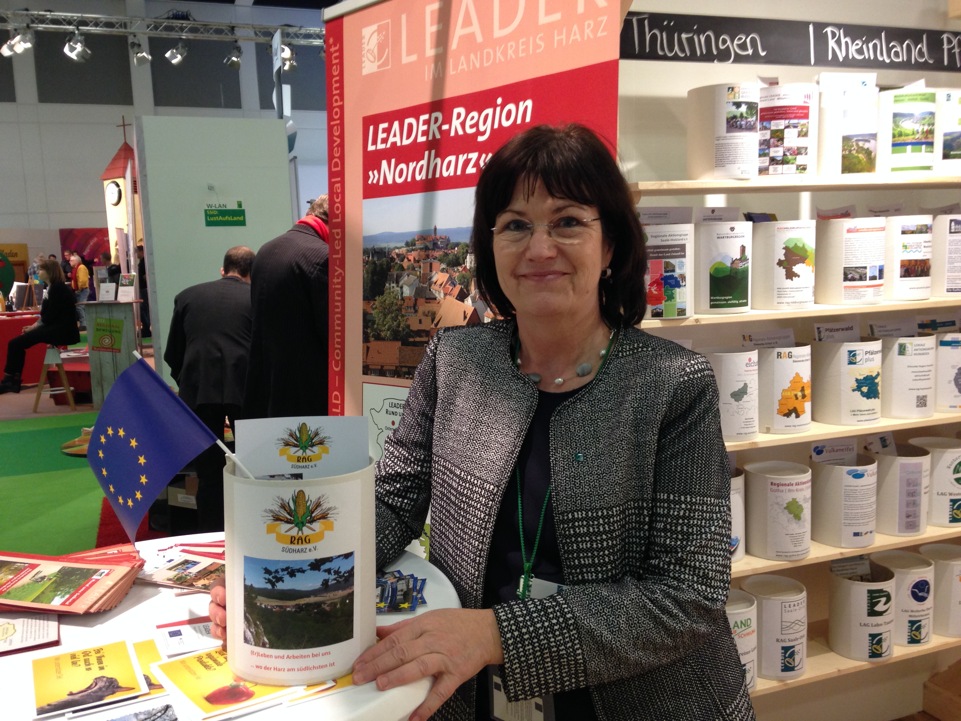 LEADER - Managerin Petra Weigt am Stand der BAG LAG