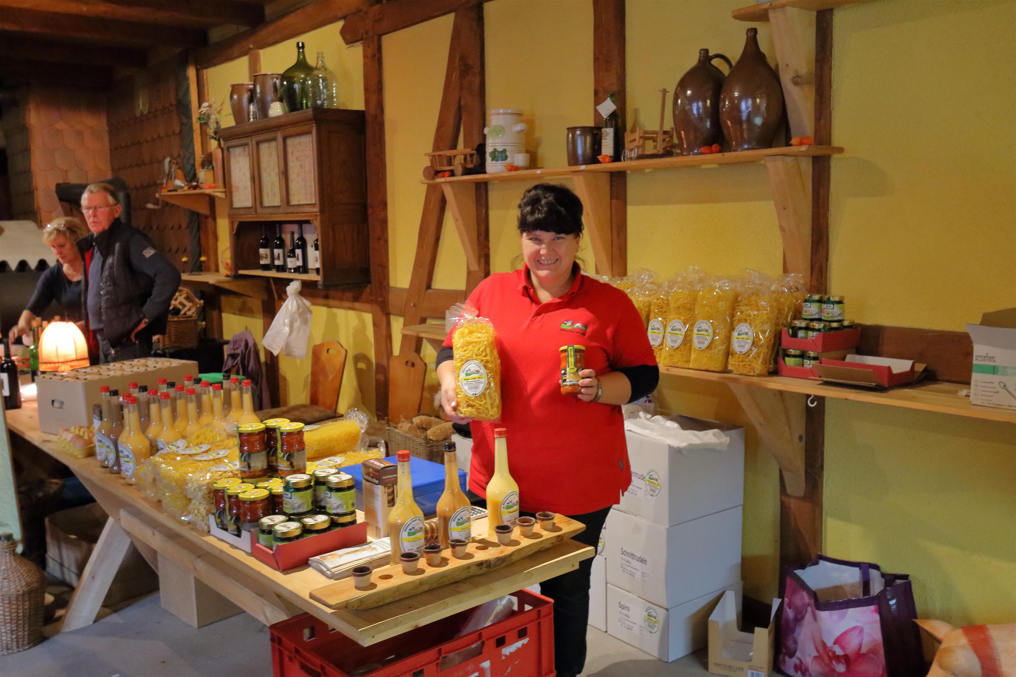 Auch Produkte des Hühnerhofs Steuden werden angeboten.