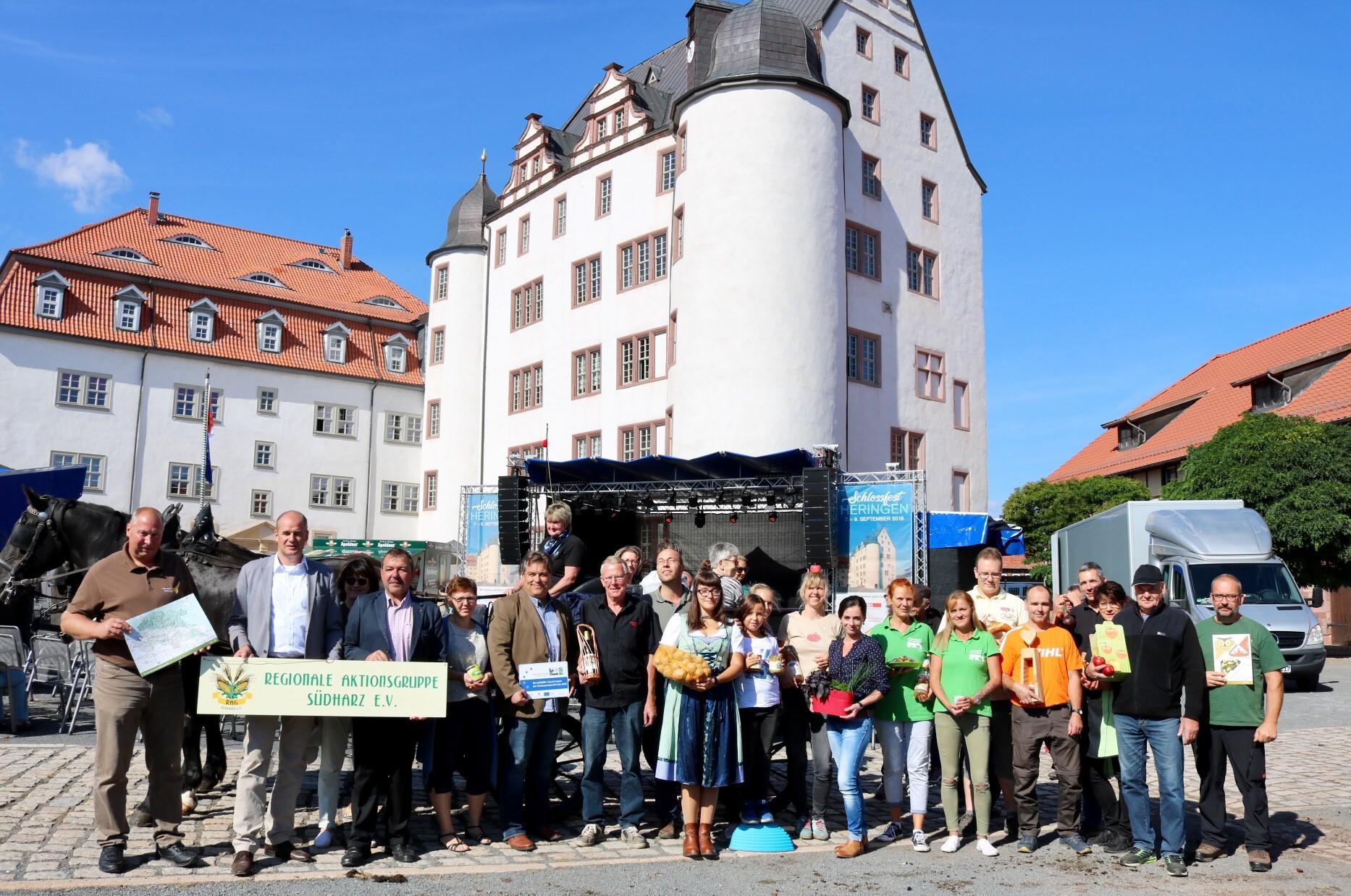 Ein Schlossmarkt für regionale Produkte mit toller Kulisse!.jpg